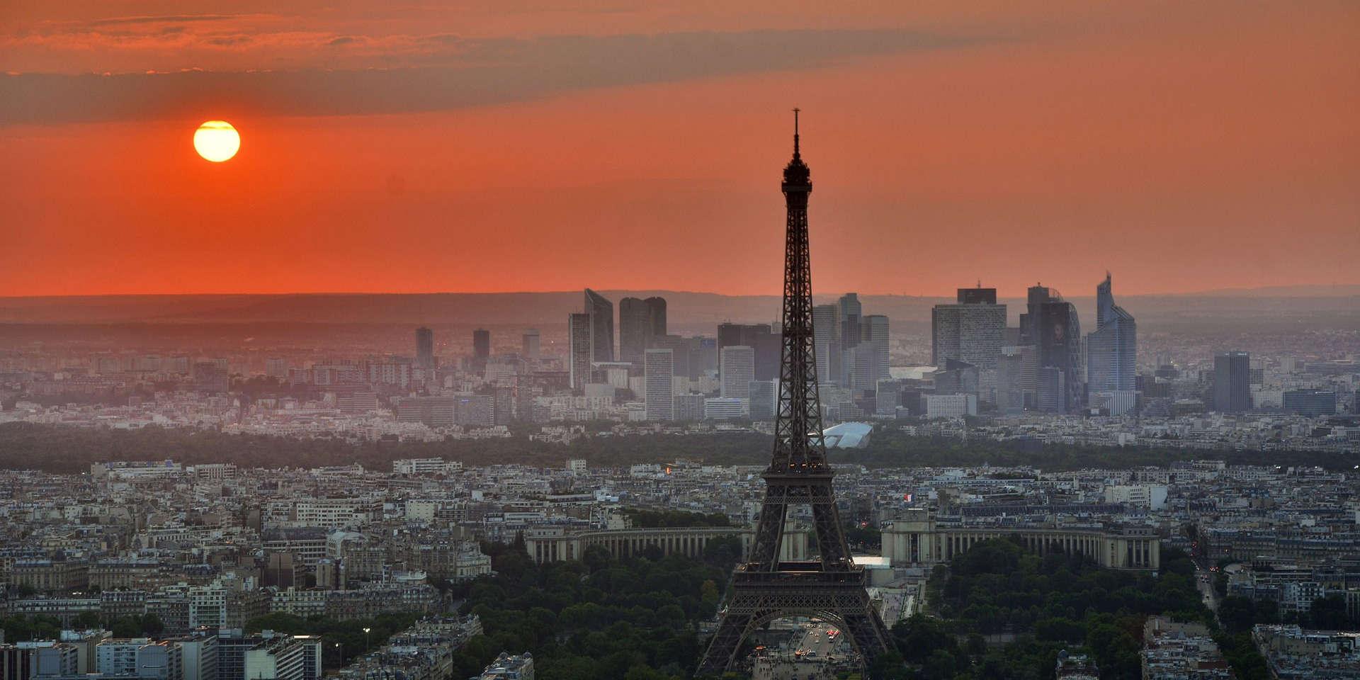 Paris couché de soleil avec Tour Eiffel